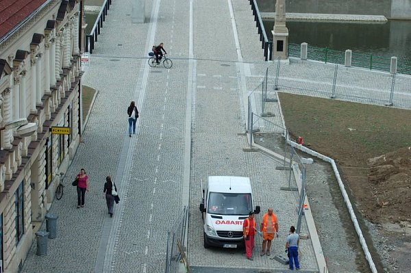Stavební úpravy vjižním předpolí Tyršova mostu a napojení na Tyršův most