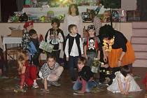 Plesovou sezónu v Partutovicích zahájila akce pro nejmenší -  Dětský karneval masek. Kromě hudby, tanečků, soutěží o sladké odměny byla připravená i  bohatá tombola a vynikající domácí občerstvení.