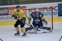 Hokejisté Přerova (v modrém) proti Zlínu.