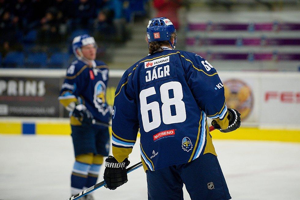Hokejisté Přerova (ve žlutém) proti Kladnu a Jaromíru Jágrovi
