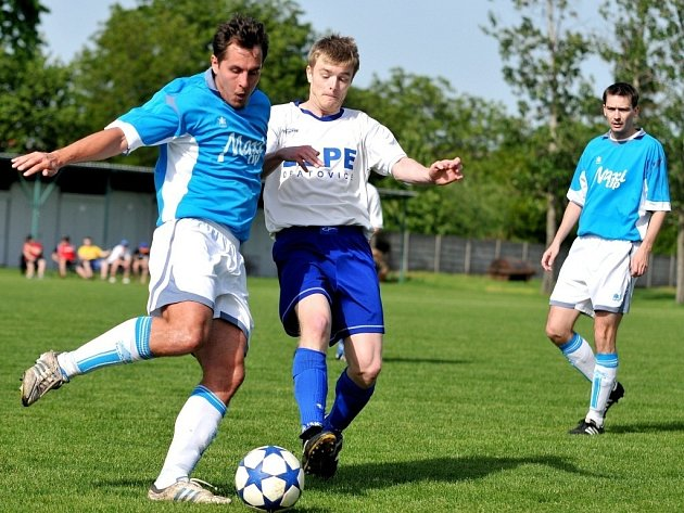 FC Želatovice (v modrém)