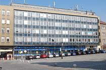 Nevzhlednou administrativní budovu na náměstí T. G. Masaryka v Přerově chce město získat do svého majetku