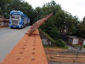 Mosty nad železniční tratí v Dluhonské ulici v Přerově, které čeká výměna, se uzavřou už 6. listopadu.