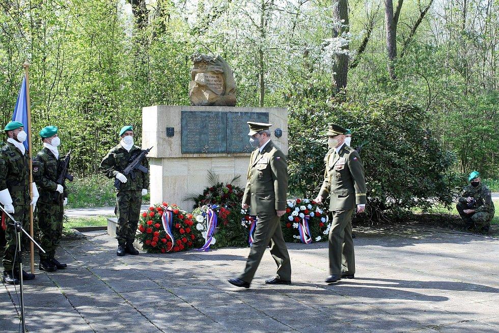 Pietní akt, během kterého uctili zástupci vedení města památku obětí Přerovského povstání, se konal 3. května 2021 na olomouckých Lazcích. Právě zde bylo 2. května 1945 popraveno jednadvacet Přerovanů.
