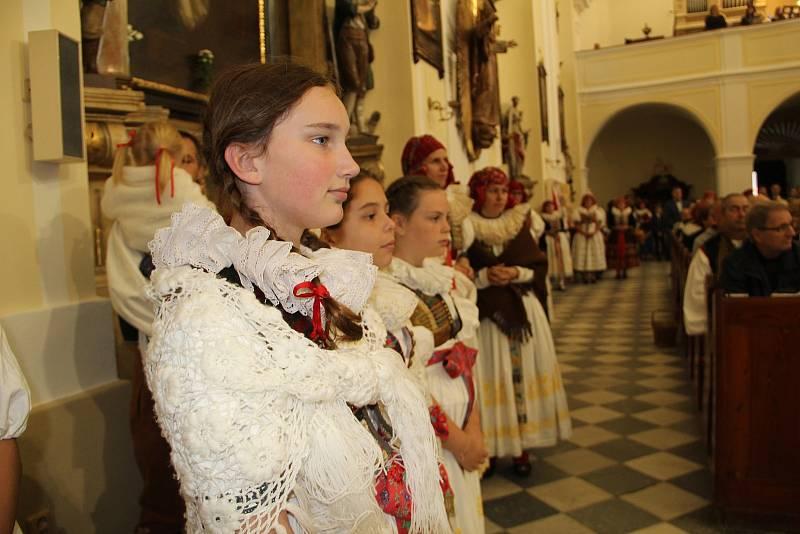 Město Tovačov oslavilo 700 let od svého založení velkolepým krojovaným defilé sedmi stovek Hanáků, kteří prošli v průvodu městem. Součástí Svatováclavských hodů byla v úterý 28. září i slavnostní bohoslužba ve zdejším kostele.