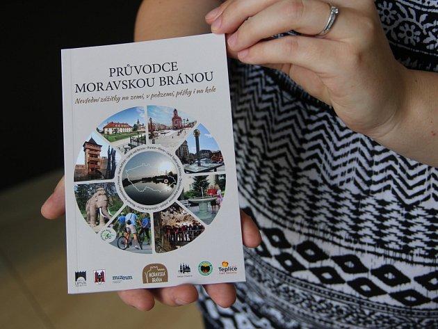 Nová publikace, která je k dostání v infocentrech, přerovském muzeu nebo na hradě Helfštýn, přibližuje zajímavosti z regionu.