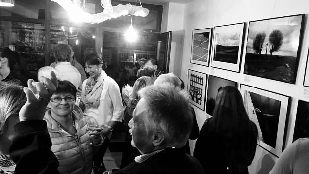 Výstava fotografií novináře Davida Macháčka v Přerově.