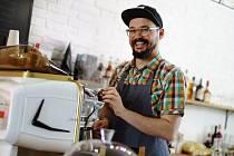 Jakub Jüngling odešel z Londýna a otevřel si v Přerově veganskou kavárnu