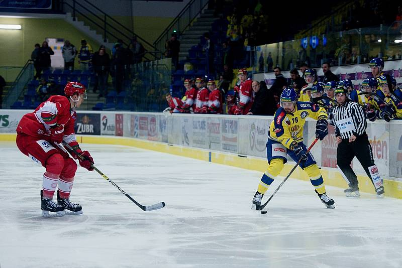 Hokejisté Přerova (ve žlutém) proti Frýdku-Místku.