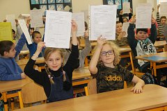 Rozdávání pololetního vysvědčení Na Základní škole Svisle v Přerově