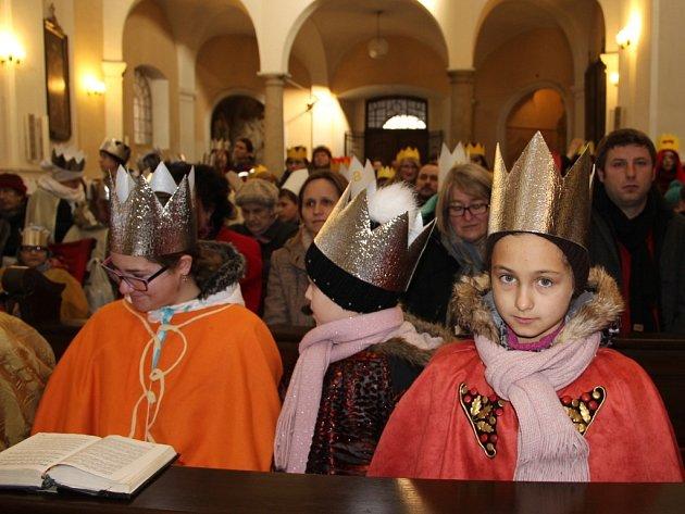 Slavnostní bohoslužba před zahájením Tříkrálové sbírky v kostele sv. Vavřince v Přerově