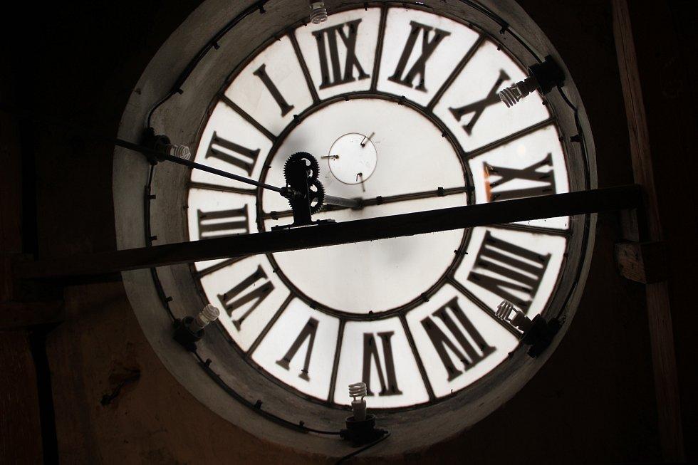 Historický hodinový stroj v Městském domě v Přerově, který pochází z roku 1897.