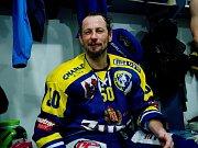 Hokejisté Přerova (v modrém) ve čtvrtém zápase předkola play-off WSM ligy proti Prostějovu zvítězili 4:2 a slavili postup. Karel Plášek.