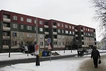 Město Přerov prodává nájemníkům byty v Kozlovské ulici číslo 27, 29 a 31 za nízké ceny. Dům je ale ve špatném stavu a praskají zdi.