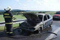 Požár felicie na dálnici u Lipníka