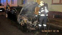 Požár poničil zaparkované auto v přerovské ulici Malá Tratidla