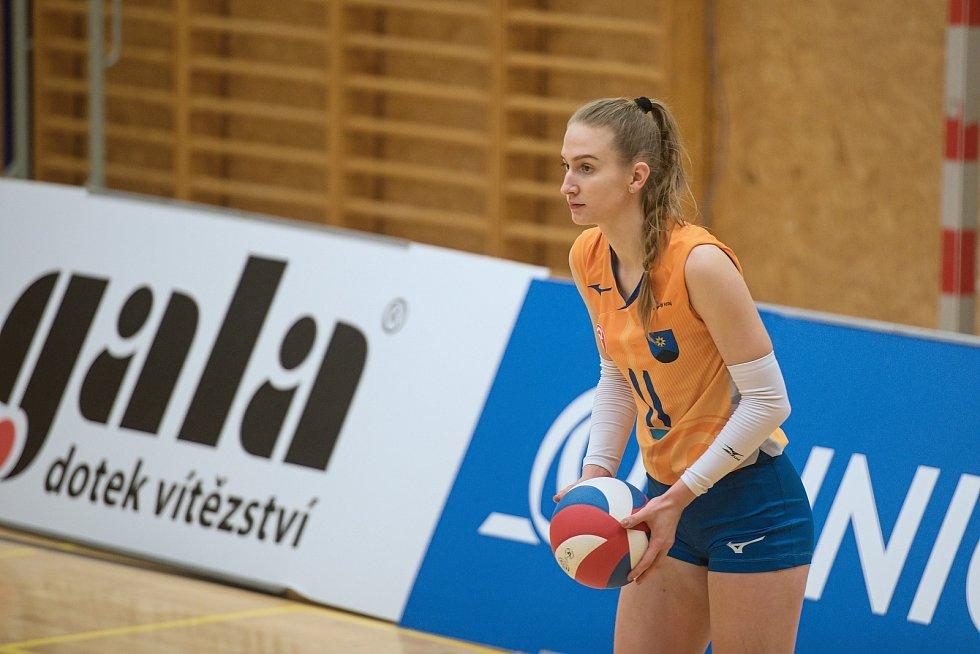 Volejbalistky Šternberku (v oranžovém) doma nestačily na Přerov. Lucia Herdová