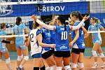 Volejbalistky Prostějova (ve světle modrém) vyhrály v Přerově.