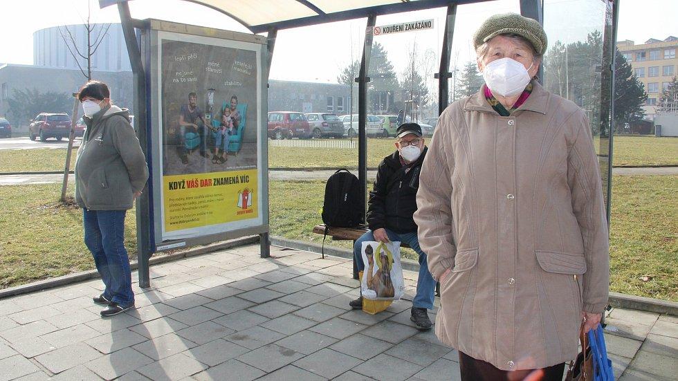 První den s povinnými respirátory. Přerov 25. února 2021
