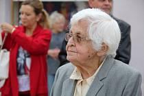 Putovní výstava Nezapomeňme - listopad 1989 na střední Moravě na Masarykově náměstí v Přerově. Jednou z obětí totality je i Božena Šimanská z Přerova - její otec skončil v období násilné kolektivizace ve vězení.