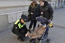 Preventivní akci, která má zvýšit bezpečnost chodců, pořádají celý tento týden v centru Přerova strážníci Městské policie.