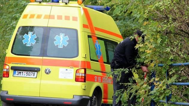 V Mlýnském náhonu u Hradeckého rybníka v Tovačově našli tělo mrtvého muže