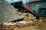 Fotografické snímky obce Vlkoš zaznamenaly škody, které vznikly při povodních v polovině července roku 1997.
