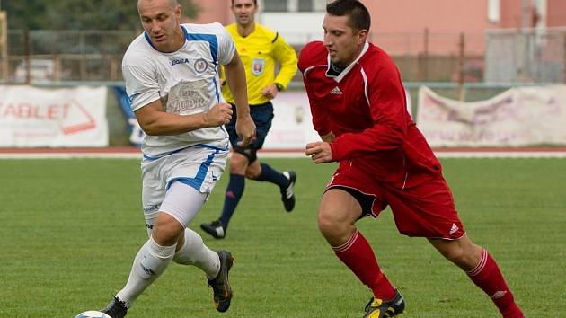 Fotbalisté Přerova (v bílém) proti Pusté Polomi.