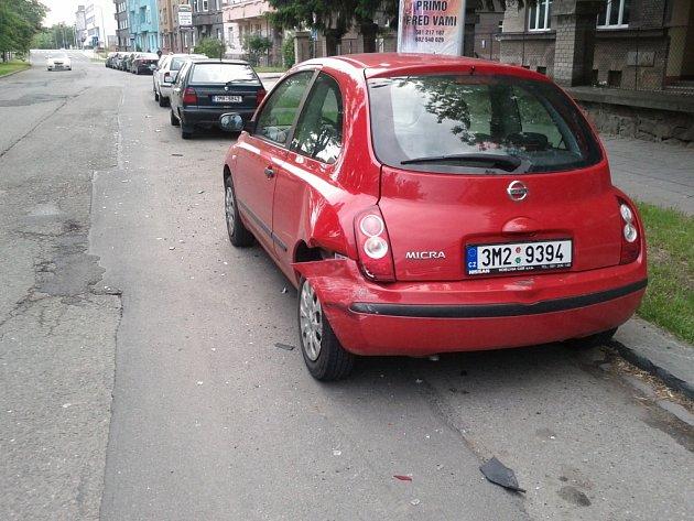 K dopravní nehodě, při níž bylo nabouráno auto Nissan Micra červené barvy, došlo v sobotu večer v ulici nábřeží Dr. Edvarda Beneše v Přerově. Viník jedoucí ve vozidle Ford Escort combi z místa ujel.