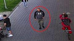 Po komplici zloděje, který kradl 18. dubna v přerovské nákupní galerii dětské oblečení, pátrají kriminalisté.