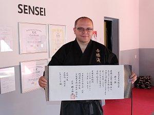 Zakladatel přerovské školy bojových umění Agatsu Ryu René Garcia (v černém) byl jmenován Samurajem.