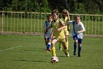 V žákovské lize se 1.FC Viktorie Přerov (ve žlutém) utkal na svém trávník s Prostějovem