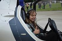 Program akce Den letiště Přerov, která se konala v sobotu u obce Bochoř, nabídl kromě ukázek vzdušné a pozemní techniky také možnost vyhlídkových letů. Ve vírníku, nebo-li rotorovém letadle, se proletěla redaktorka Přerovského a hranického deníku.