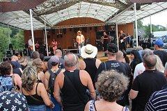 Třináctý ročník rockového festivalu se opět vydařil. Do areálu zámecké zahrady proudily ve čtvrtek davy lidí.  Mezi největší lákadla patřily kapely Žlutý pes či Traktor.