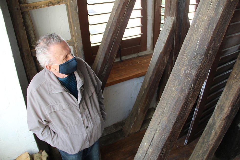 Rozloučení se zvonem Maria v Dřevohosticích