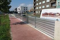 Pracovníci města a Povodí Moravy otestovali tento týden nové mobilní hrazení, které se stane součástí protipovodňové zídky na nábřeží Edvarda Beneše v Přerově. Výhodou je jeho rychlá montáž.