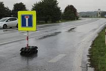 Kvůli stavbě mostu na dálnici D1 mezi Lipníkem a Přerovem je od 25. září 2017 uzavřen hlavní tah  z Přerova na Olomouc, a to v úseku od čerpací stanice MOL k autosalonu