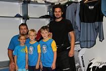 Účastníci letní bruslařské školy se potkali s A-týmem Zubrů.
