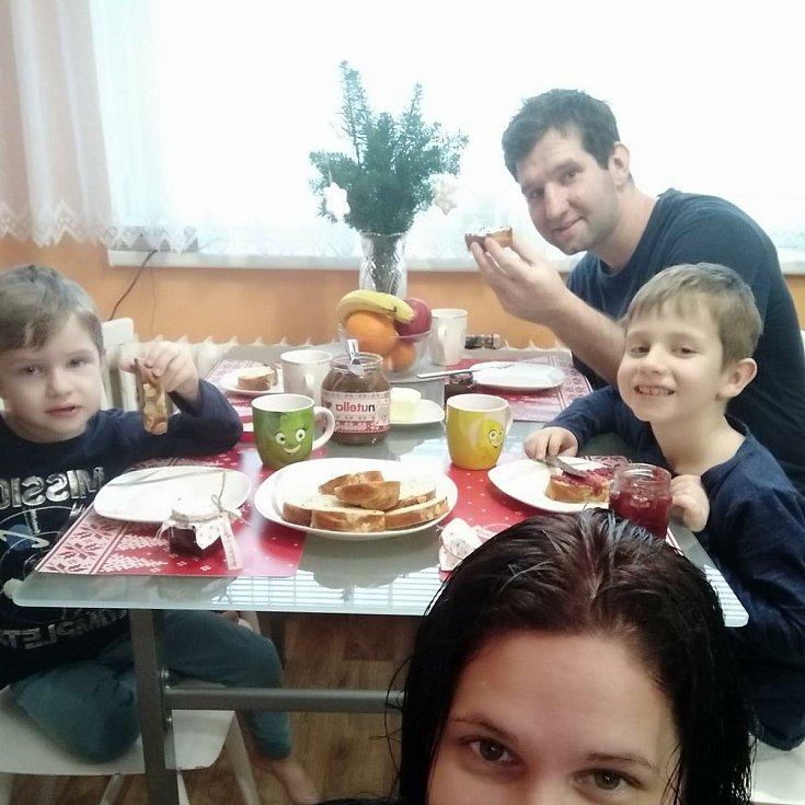 Lukáš Menšík s rodinou.