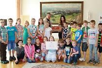 Vítězem soutěže ve sběru papíru se stala třída 3. B. ze Základní školy Trávník v Přerově.