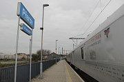 Stříbrný protidrogový vlak dorazil v pátek také na železniční stanici v Přerově. Dopoledne si jeho útroby prohlédli žáci devátých tříd, odpoledne pak široká veřejnost.
