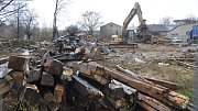 Zchátralé domy v bývalém romském ghettu ve Škodově ulici už jsou minulostí. Stavebníci v těchto dnech dokončují bourání a odvážejí suť.