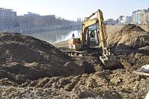 Stavba zídky na nábřeží Edvarda Beneše v Přerově - konec února 2017