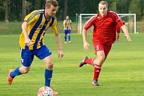 Fotbalisté Kozlovic (v pruhovaném) proti Pusté Polomi.