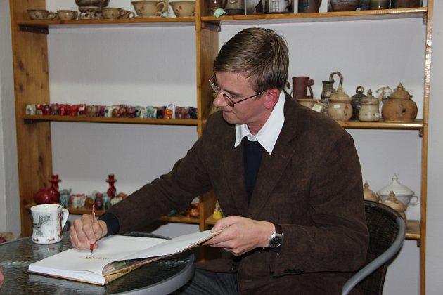 Procházka zapomenutým Přerovem – tak se jmenuje publikace z pera historika Muzea Komenského v Přerově Petra Sehnálka.