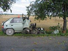 Opilý řidič havaroval ve středu odpoledne na silnici mezi Tovačovem a Olomoucí. Nezvládl řízení a narazil do stromu. Vyvázl bez vážnějších následků