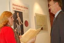 Výstava kopií vzácných listin, které mapují vládu rodu Pernštejnů na Přerovsku v Galerii města Přerova.