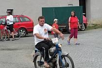 Závody mopedů a fichtlů v Radslavicích