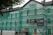 Opravy domů v Husově ulici