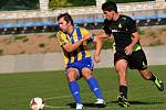 Fotbalisté Kozlovic (ve žlutomodrém) proti Dolnímu Benešovu